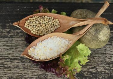 塩分接種と血圧の関係は単純ではない。美味しい塩を適量取得して心身とも健康を維持したい。