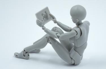将来のAIロボットには感情を具備すべきか、3原則はどうするか、人類と共存できるのか。