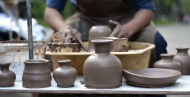縄文土器が西に伝播して櫛目文土器や縄目文土器になったと考える方が自然だと思う。