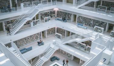 東京大学の総合図書館は歴史と未来にあふれた素晴らしい環境だと思う。